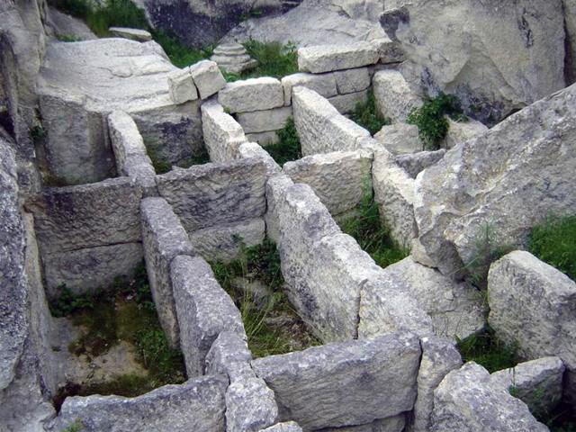 Perpericon-tomb